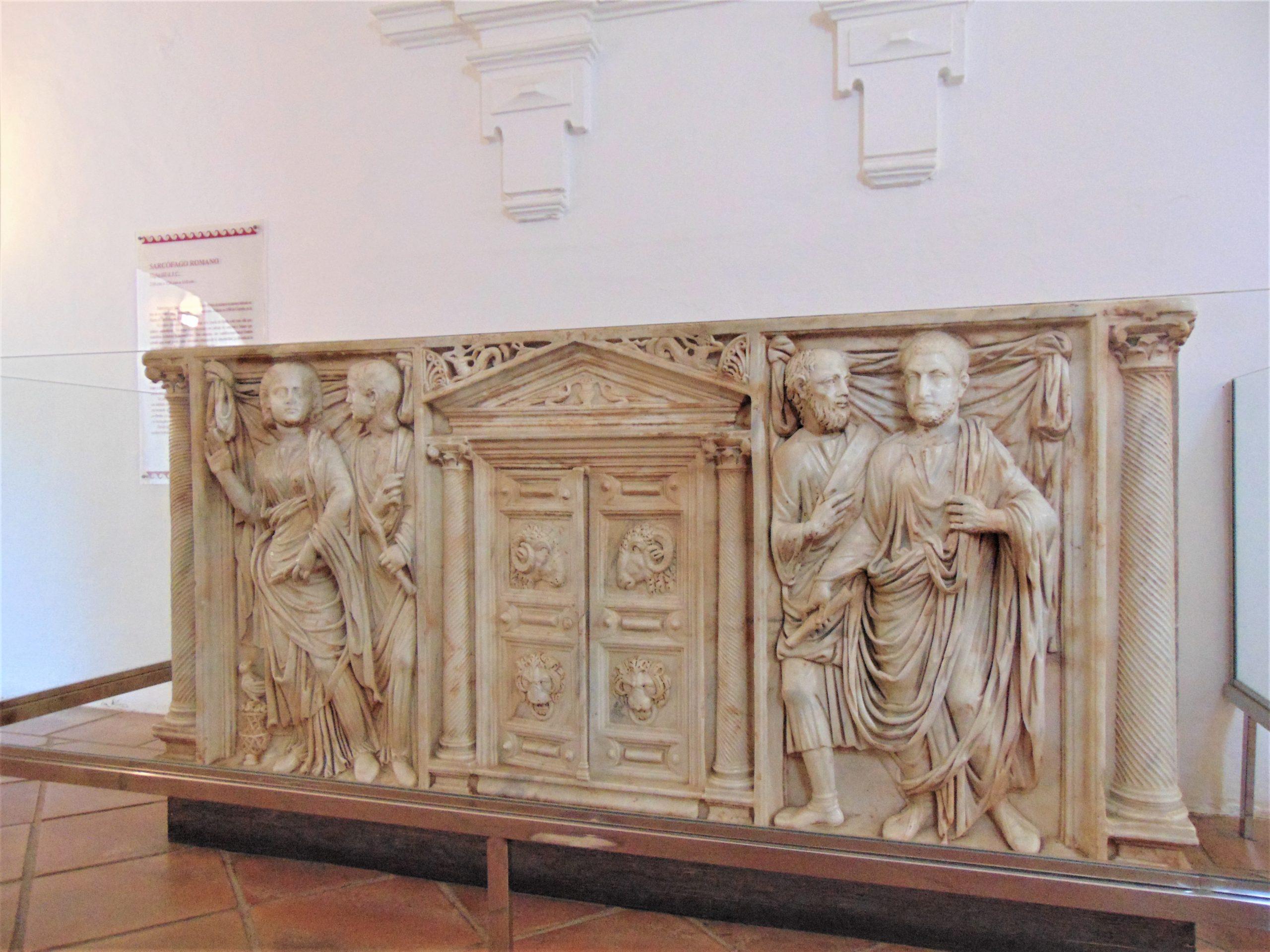 Sarcofago-alcazar-mejorado-scaled 5 grandes vestigios romanos que puedes visitar en Córdoba