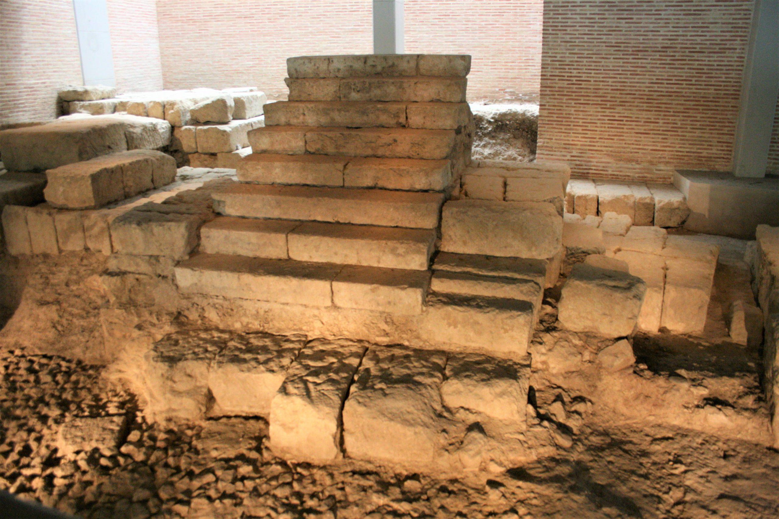 teatro-mejorado-scaled 5 grandes vestigios romanos que puedes visitar en Córdoba